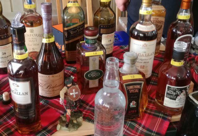 Verschiedene rare Single Malt Flaschen